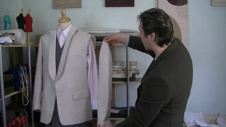 attaching the sleeve on a tailored jacket is easy when you take part in our onlie sewing classes. #onlinesewingclasses.